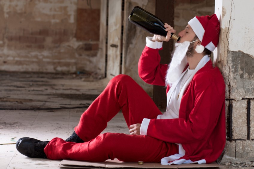 New York 'SantaCon' Pub Crawl Sees Santa's Engage in Mass Brawl!