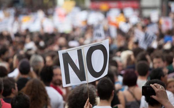 """Polish Women In """"No Sex"""" Protest!"""