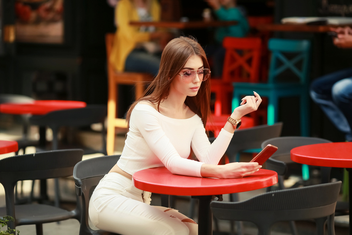 woman-doing-instagram-dating-on-her-phone
